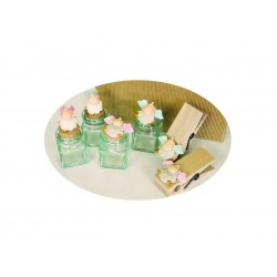 miniatura pecora ali rosa seduta